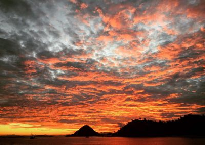 sunset-in-komodo-budget-liveaboard-diving